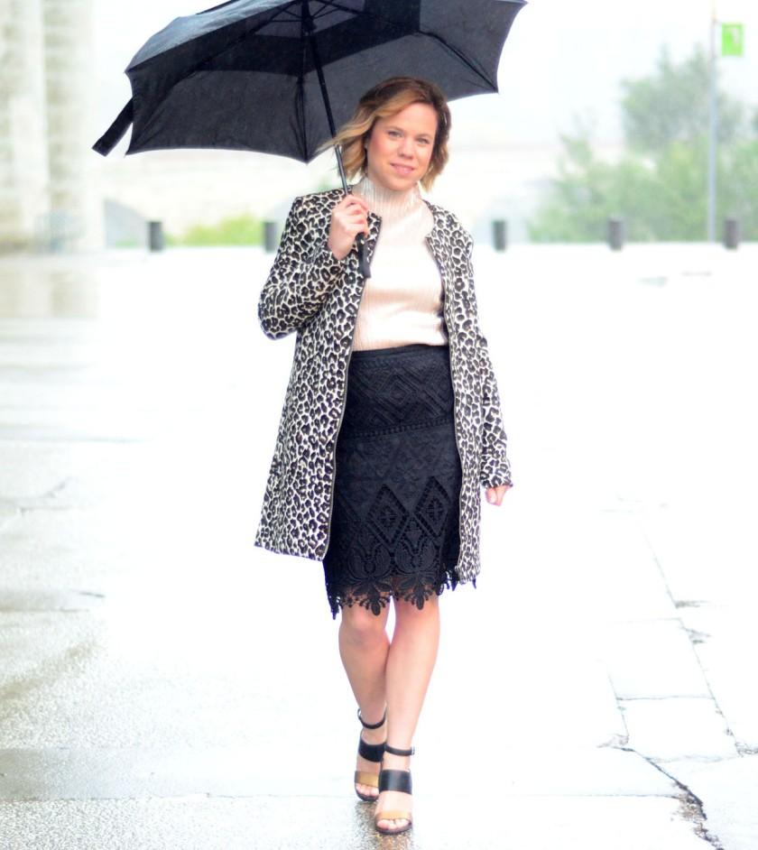 women-i-work-with-target-amanda-brown-leaopard-coat-black-lace-skirt